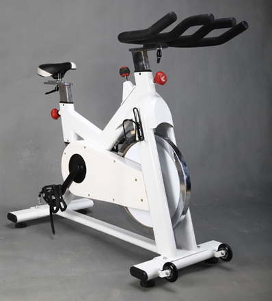Commercial Spinning Bike Used As Selectorized Gym Equipment With Good Design